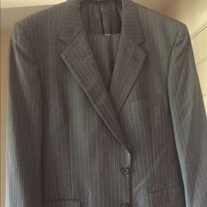 Men's Jos A Banks suit Gray/white